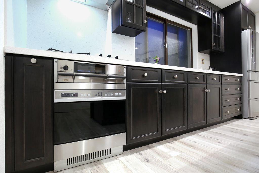 大きなオーブンが付いた使い勝手の良いキッチン
