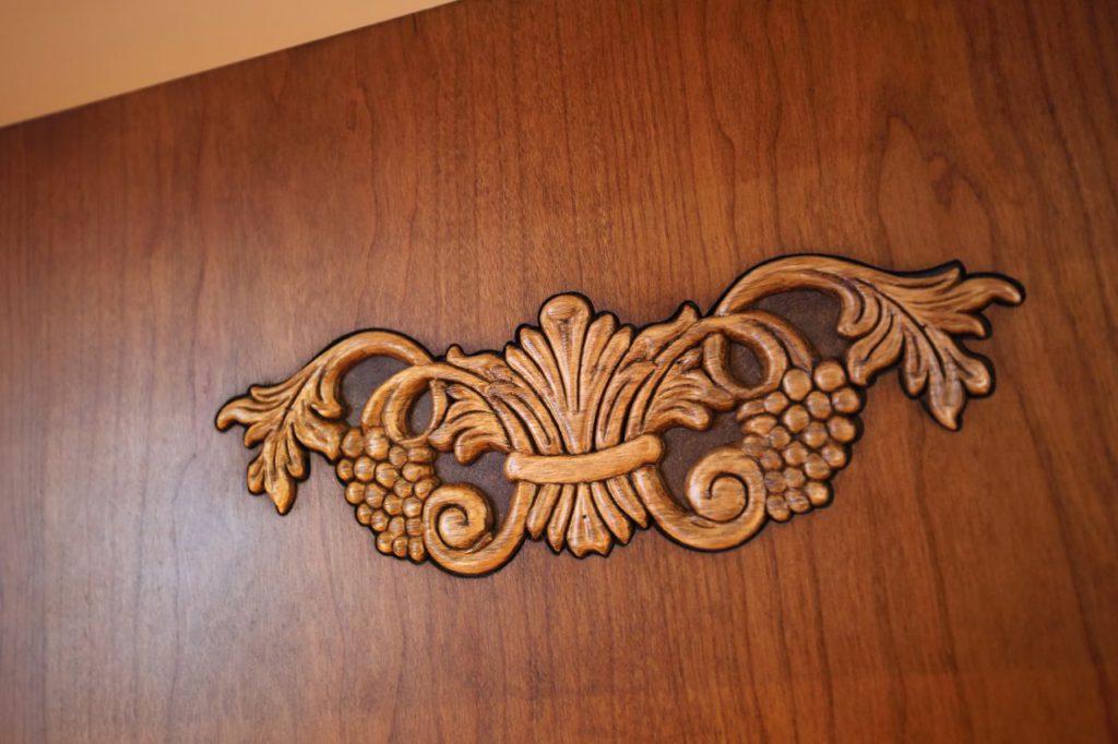アイランドの彫り物の装飾はフォーカスポイントにも