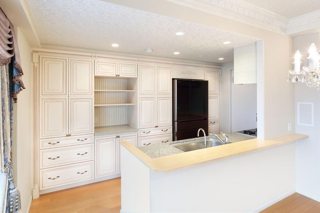 食器棚はDeWilsトラディショナルシリーズの「Montclair」