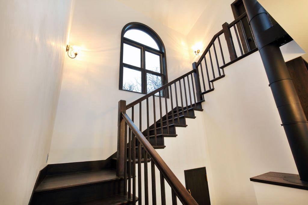 駒井様住宅を彷彿とさせるような、吹き抜けのらせん階段