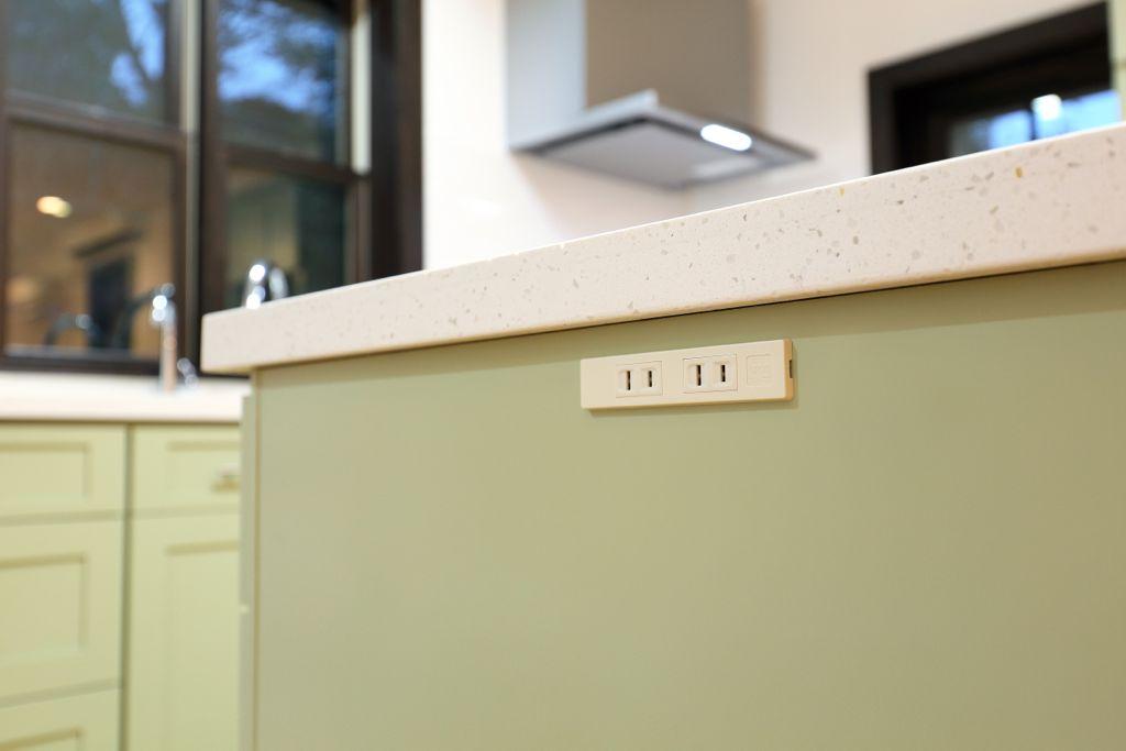 ハンドミキサーなどの家電製品も使えて便利。
